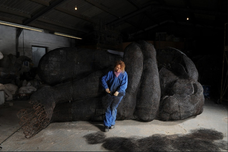 Sophie Ryder working on Curled Up Number 2