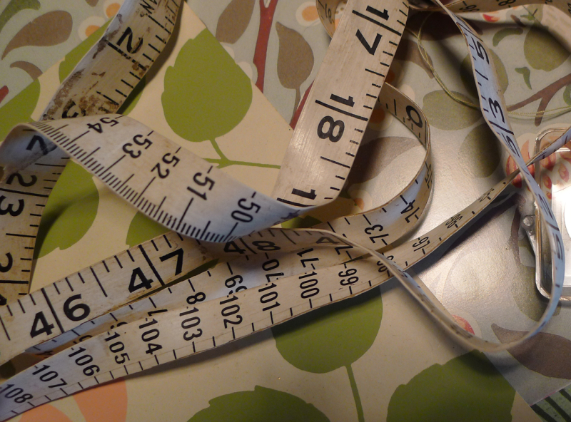 Patterend papers & tape measure