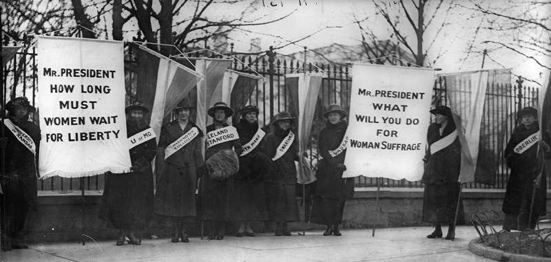 Suffragists outside the White House