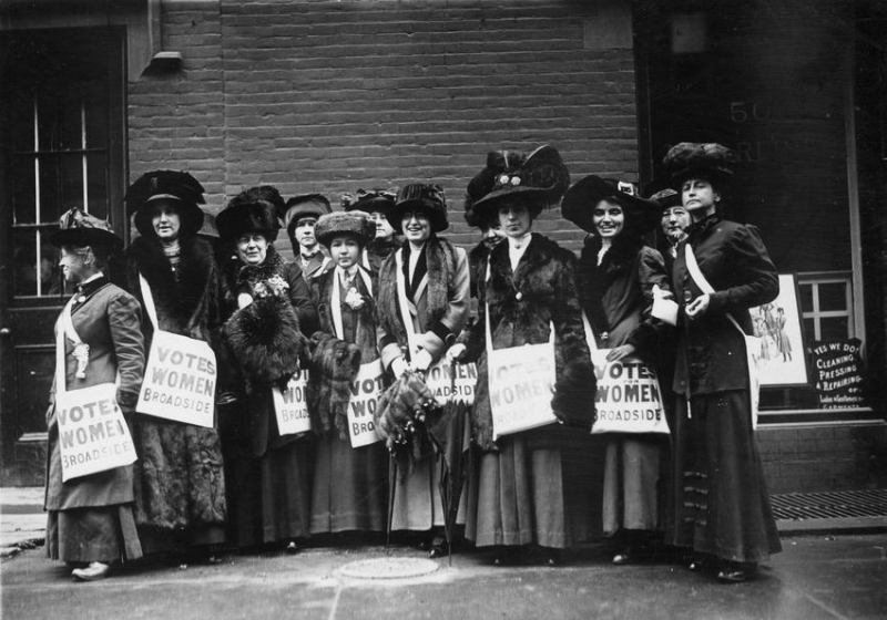 ''News Girls'' distributing suffrage literature, New York