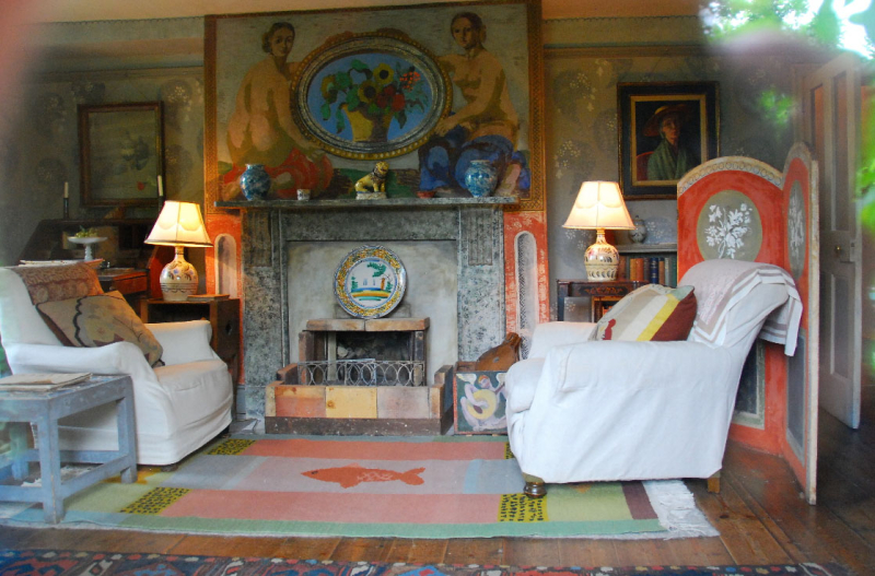 The hand-painted livingroom at Charleston
