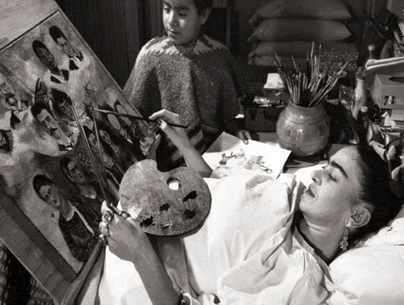 Frida Khalo painting in bed