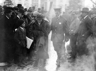 Suffragist arrested at the White House, 1918