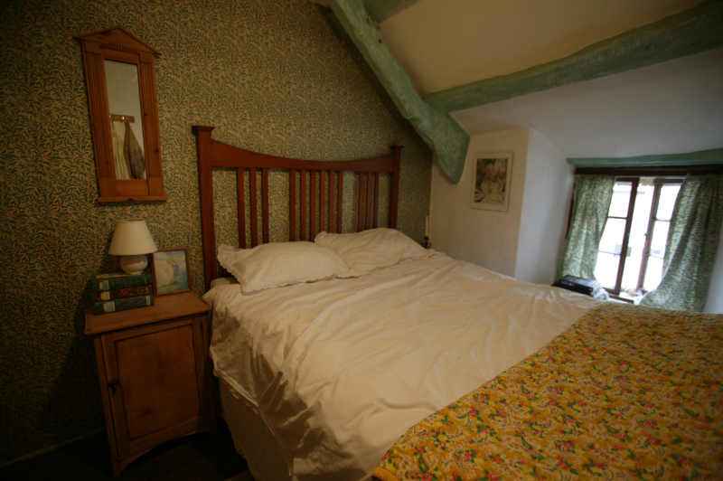 Arts-&-Crafts bedroom (for guests)