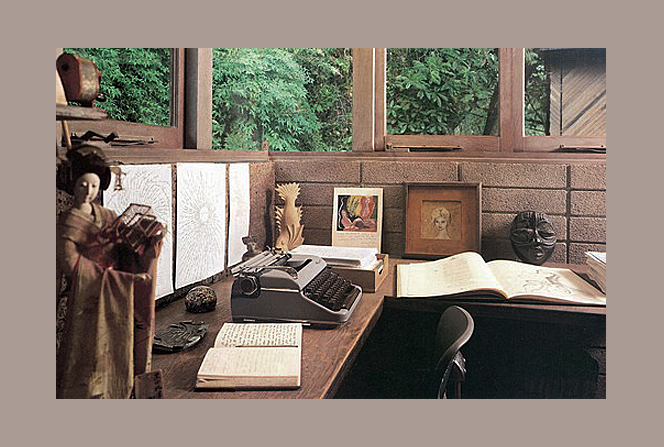 Anais' writing desk in her last home in California