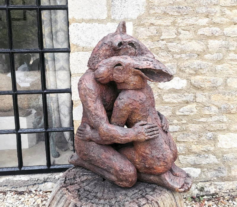 Kneeling Lovers by Sophie Ryder