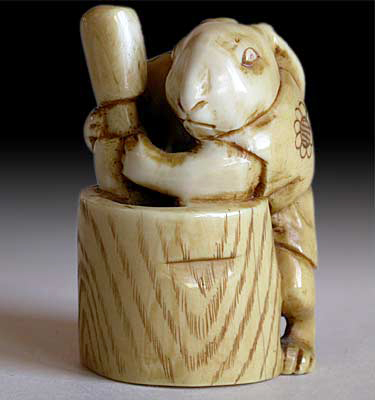 Moon Rabbit netsuke by Eiichi  circa 19th century