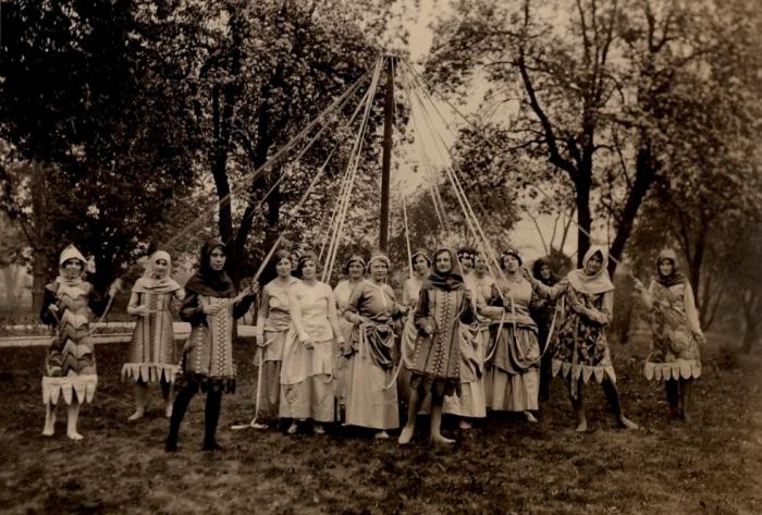 Maypole dancers 1931
