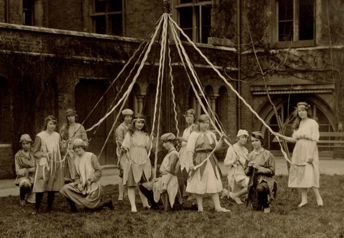Maypole dancers 1919